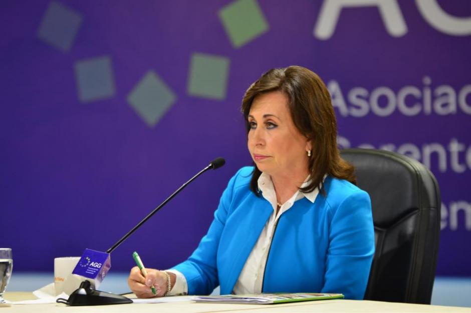 Sandra Torres realizaba anotaciones mientras le realizaban preguntas y señalamientos. (Foto: Jesús Alfonso/Soy502)