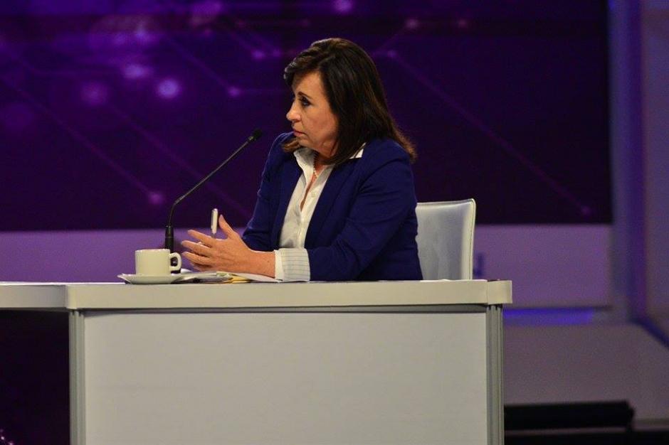 En el debate organizado por la Alianza Evangélica Guatemalteca y otras entidades religiosas también pariticipa Sandra Torres de la UNE. (Foto: Wilder López/Soy502)
