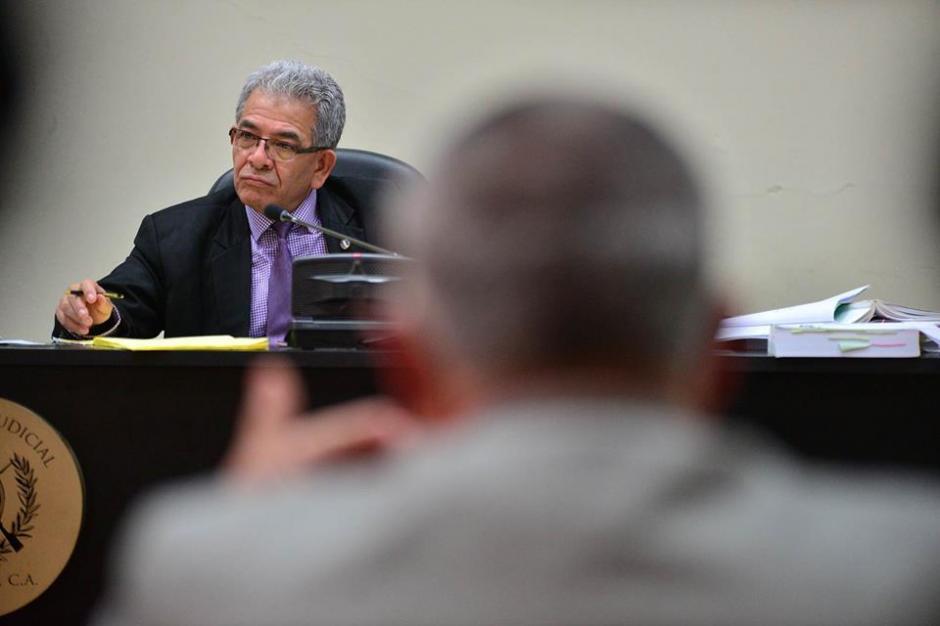 El juez Miguel Ángel Gálvez escucha el testimonio de Eco. (Foto: Wilder López/Soy502)