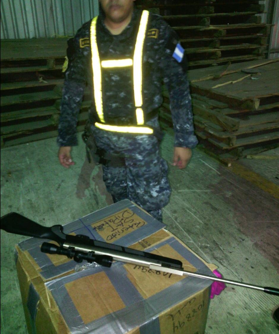 El rifle fue localizado en un contenedor procedente de los Estados Unidos. (Foto: PNC)