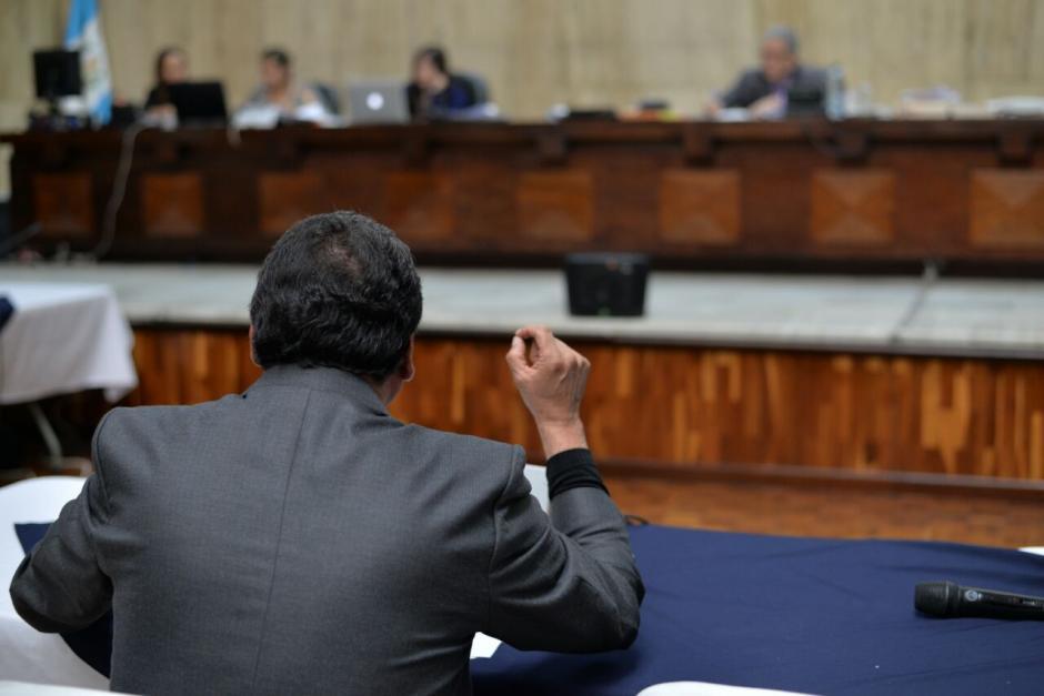 César Calderón inicia la defensa técnica de uno de sus clientes.  (Foto: Wilder López/Soy502)