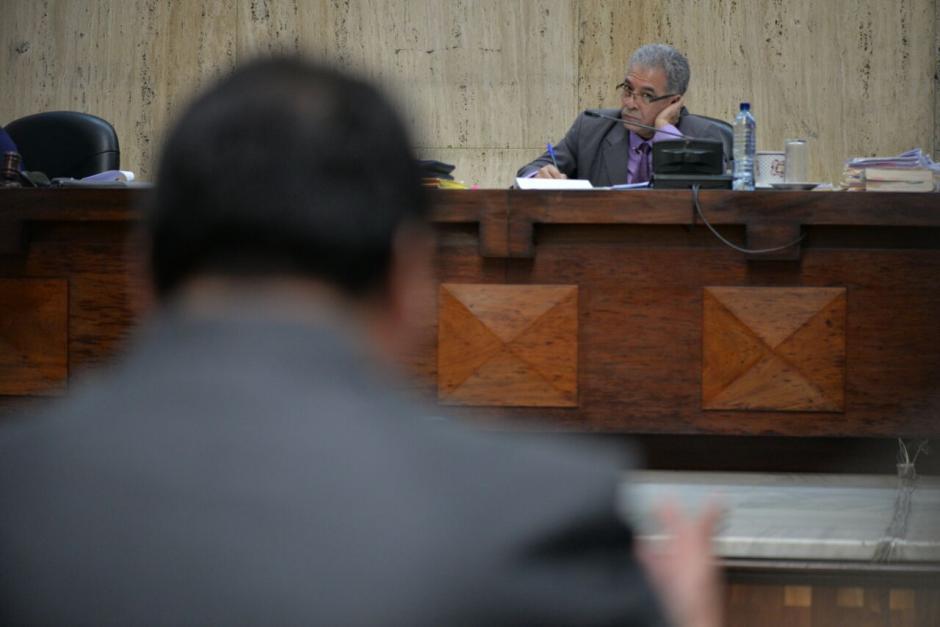 El juez Miguel Ángel Gálvez escucha los argumentos.  (Foto: Wilder López/Soy502)
