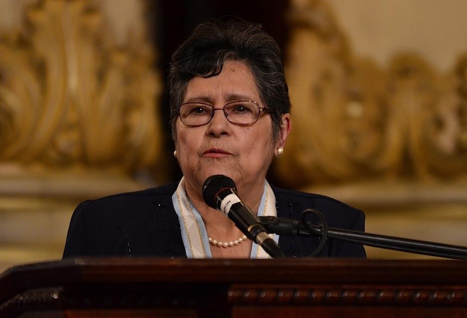 Delia recibió el galardón por su libro Cantos Rodados. (Foto: Selene Mejía/Soy502)
