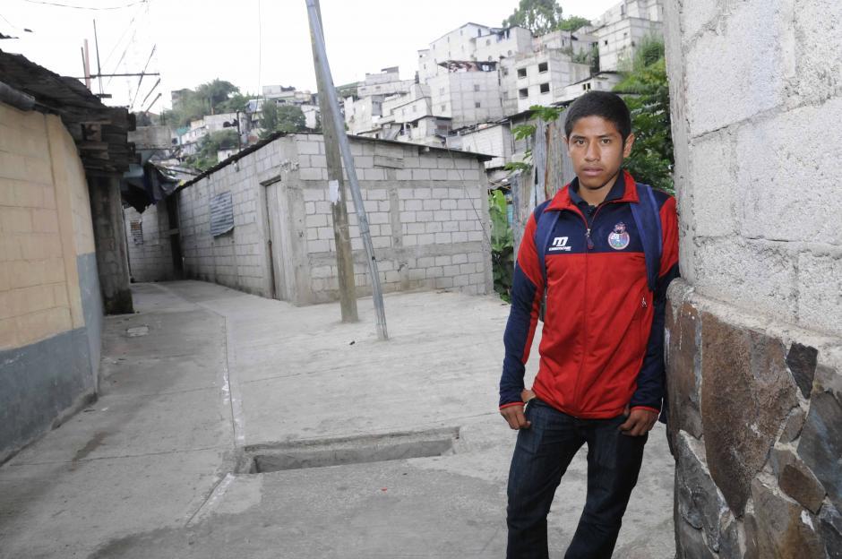 Pedro Altán pasa muchas tardes de la semana en la casa de su familia, en la colonia Lourdes 1, de la zona 5. (Foto: Orlando Chile/Nuestro Diario)