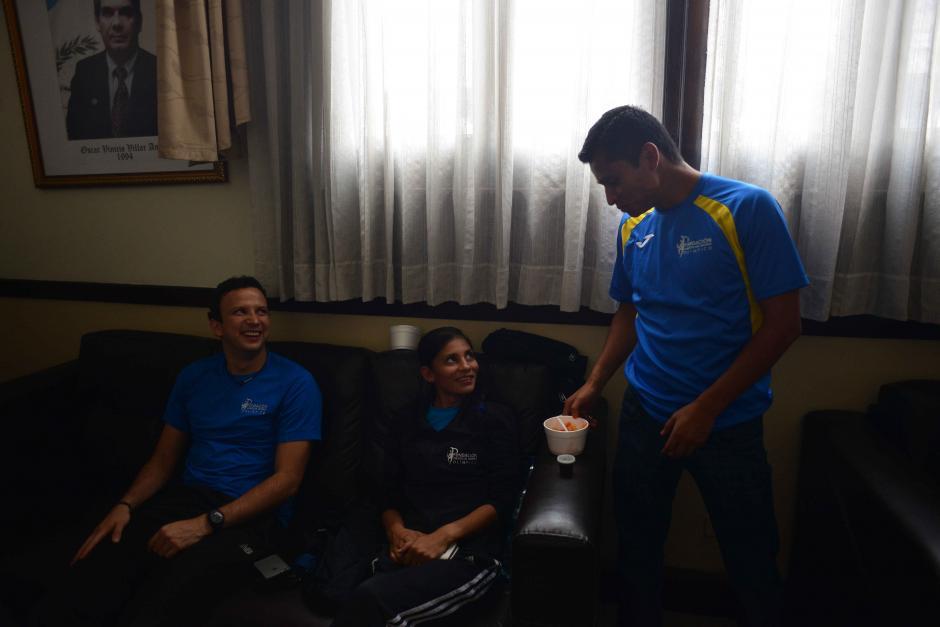 Varios deportistas guatemaltecos de alto rendimiento acudieron a la reunión con los diputados. (Foto: Jesús Alfonso/Soy502)