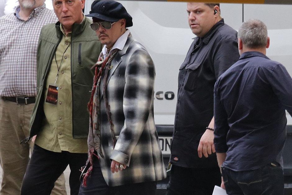 Johnny Depp fue visto en las calles de Alemania junto con su banda Hollywood Vampires. (Foto: Splash News)