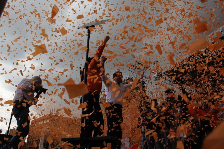 La presentación del precandidato presidencial Alejandro Sinibaldi en un mitin en el Parque Central. (Foto: Archivo/Soy502)