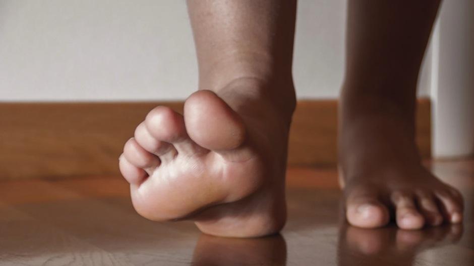 Caminar descazo es beneficioso para los pies. (Foto: vidactiva)