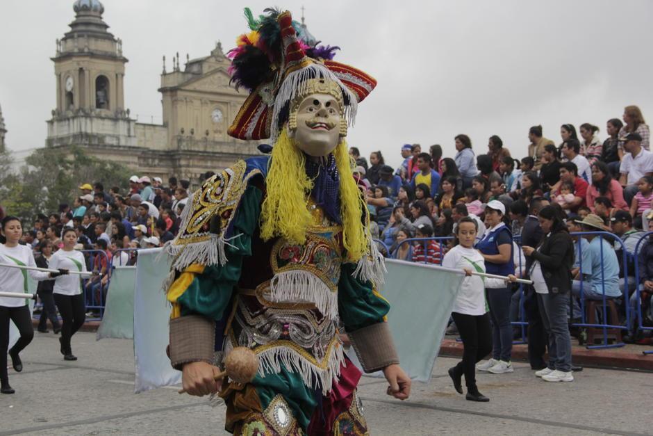 El desfile en el Centro Histórico es uno de los que mayor congestionamiento genera en la zona 1. (Foto: Fredy Hernández/Soy502)