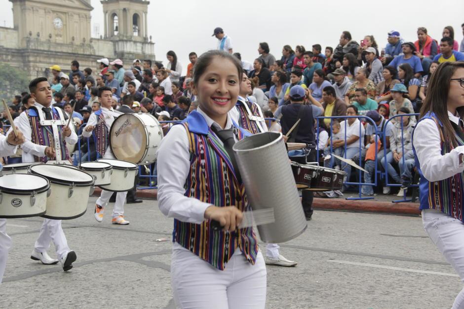 La energía de cientos de jóvenes se vive este 15 de septiembre. (Foto: Fredy Hernández/Soy502)