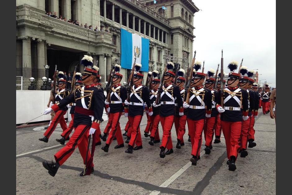 La Escuela Politécnica inició el desfile cívico de los 194 años de Independencia. (Foto: Fredy Hernández/Soy502)