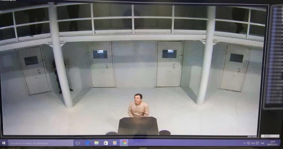 El secretario de Gobernación, Miguel Osorio Chong publicó una fotografía del Chapo en su cuenta en Twitter. (Foto: @osoriochong)