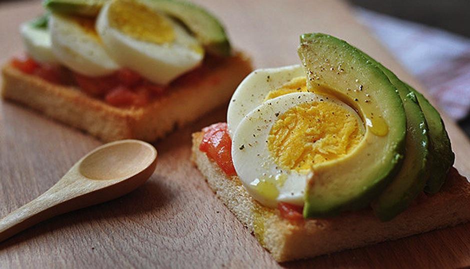Después del gym: un pan con huevo duro y aguacate repondrá lo que perdiste.
