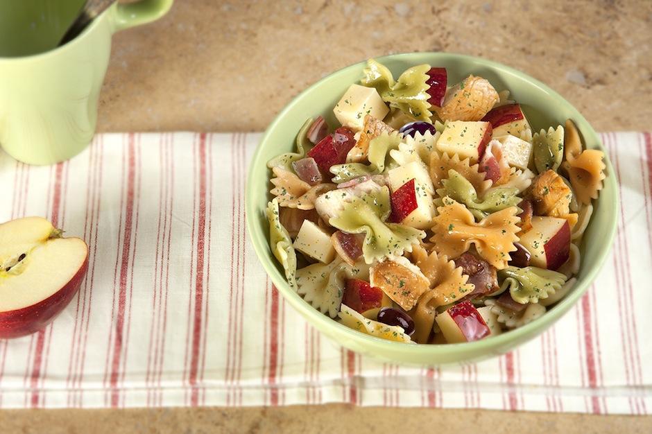 Después del gym: una ensalada de pasta ayudará a recuperar la energía. (Foto: gallinablanca.es)