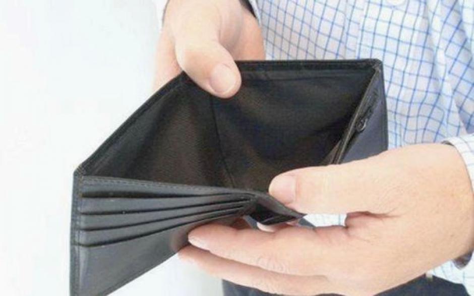 Si recibes dinero extra no lo gastes, utilizalo para pagar tus deudas. (Foto: www.emprendices.co)