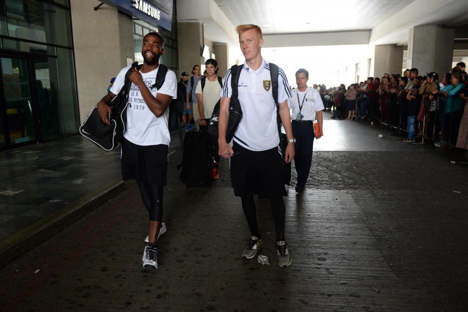Los jugadores del Real Salt Lake llegaron muy cómodos a Guatemala, sin tanto protocolo como otras delegaciones de estadounidenses que han arribado al país.(Foto: Diego Galiano/Nuestro Diario)