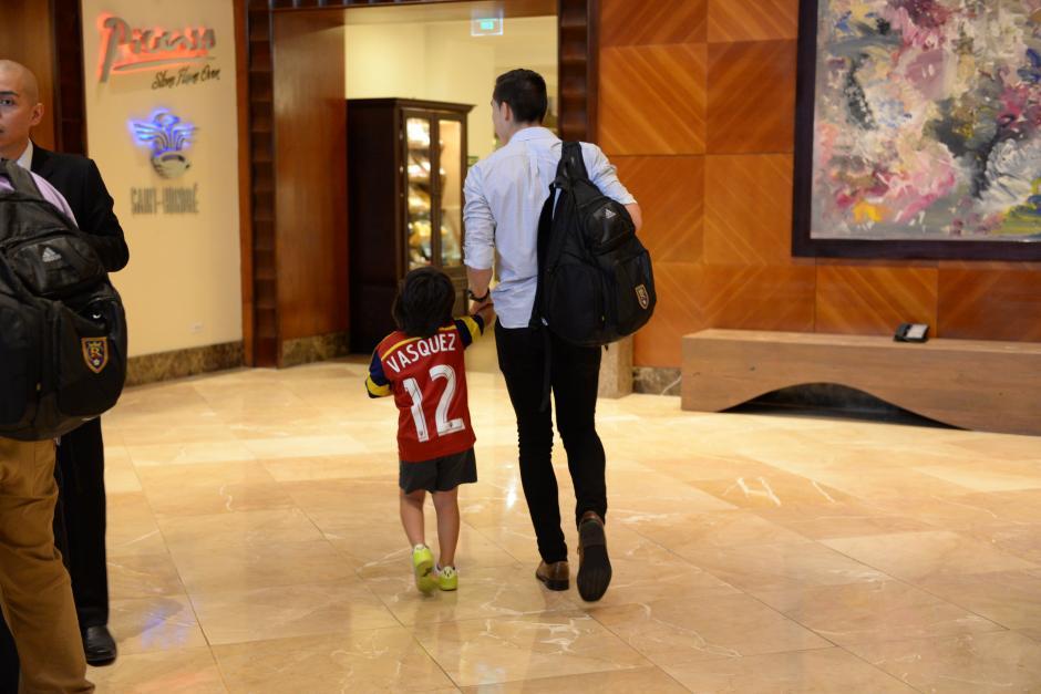 La familia de Elías lo acompañó hasta el hotel donde se hospeda el Real Salt Lake.(Foto: Diego Galiano/Nuestro Diario)