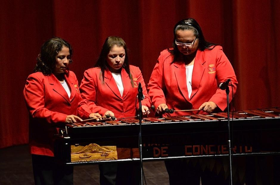 La Marimba Femenina de Concierto le dió el toque tradicional a nuestro instrumento nacional. (Foto: Selene Mejía/Soy502)