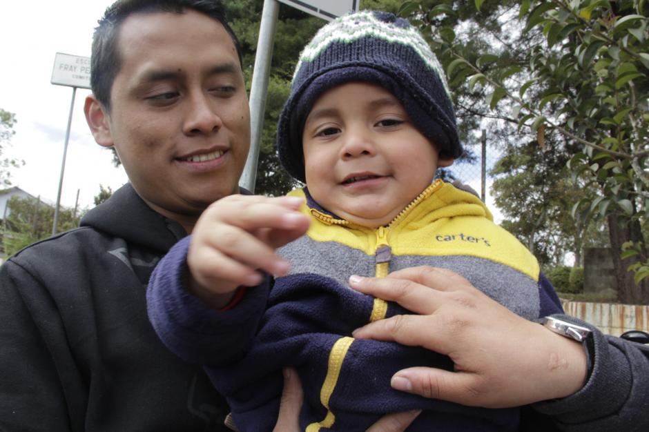 """Dieguito estudia en la Escuela para Niños Sordos """"Fray Pedro Ponce de León"""", donde ha conocido a otros niños que están en la misma condición. (Foto: Fredy Hernández/Soy502)"""