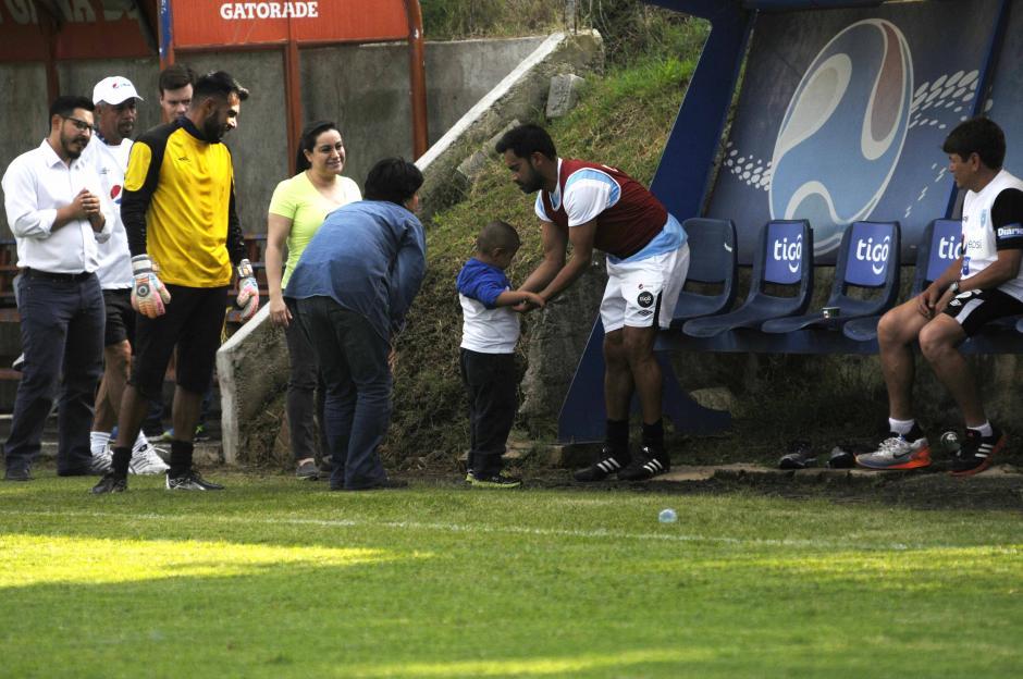 Diego Pérez visitó el entreno de la Selección este miércoles en el Proyecto Gol. (Foto: Pedro Pablo Mijangos/Soy502)