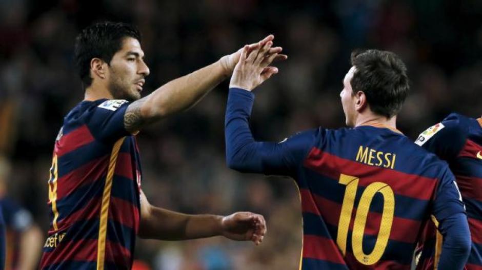 La pareja explosiva del FC Barcelona celebró la curiosa anotación. (Foto: Diez)