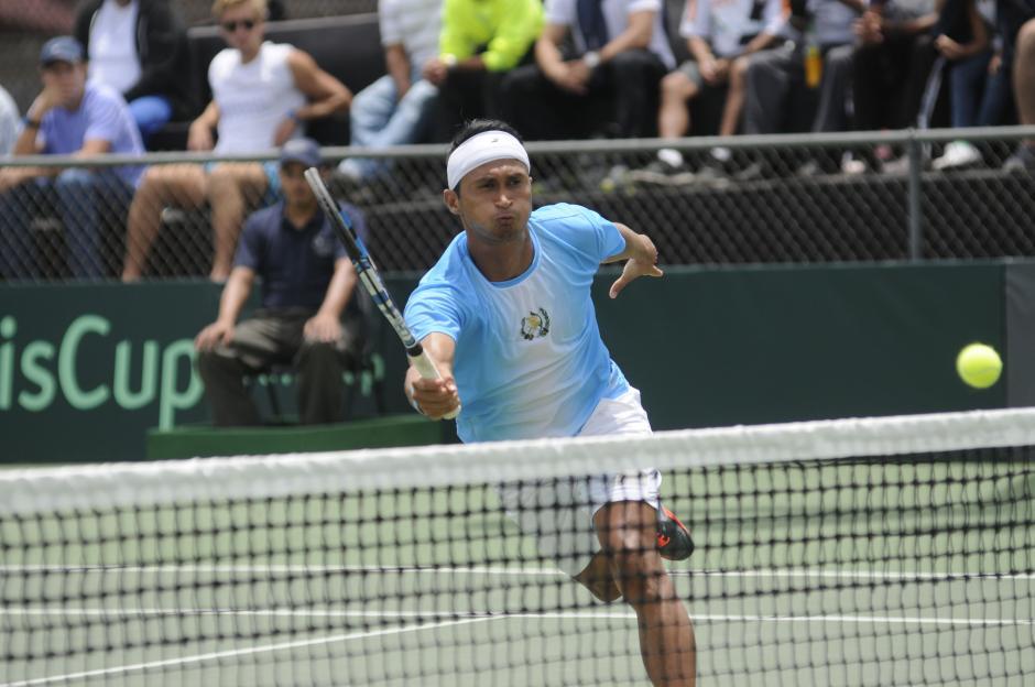 Díaz mostró su mejor faceta y se impuso en un partido que tuvo que definirse en cinco sets. (Foto: Pedro Pablo Mijangos/Soy502)