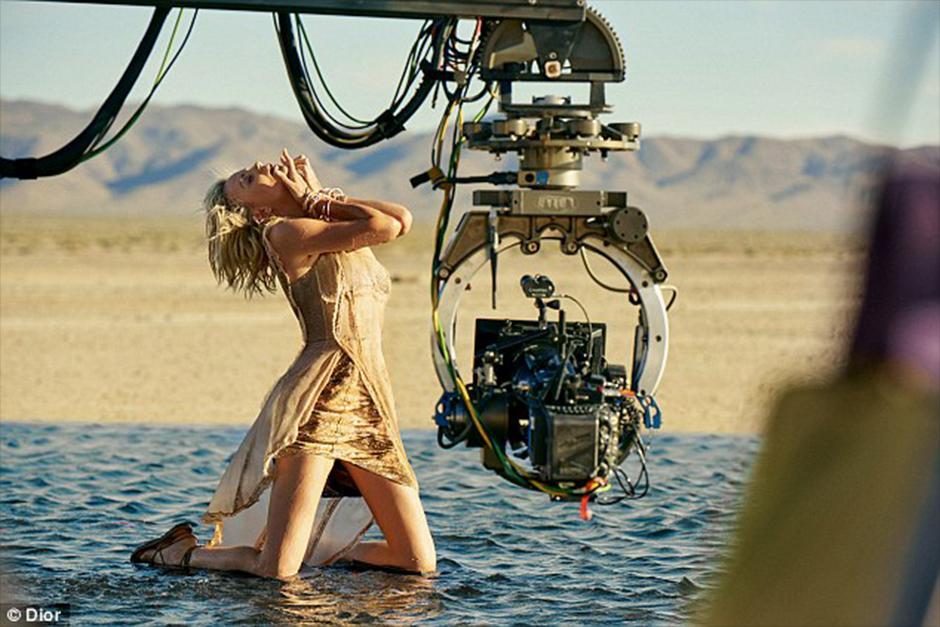La actriz de 41 años lleva 10 años representando a la marca. (Foto: Dior)