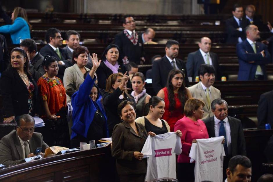 En bloque las mujeres y algunos diputados pidieron los cambios electorales. (Foto: Jesús Alfonso/Soy502)