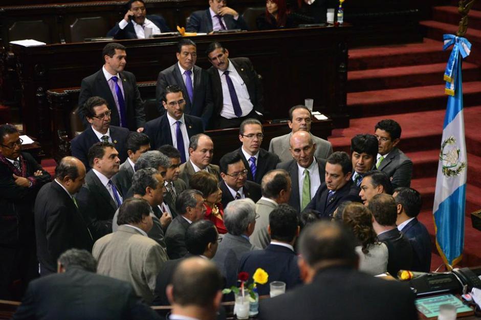 Los jefes de bloque se reunieron para acordar la sesión permanente. (Foto: Wilder López/Soy502)
