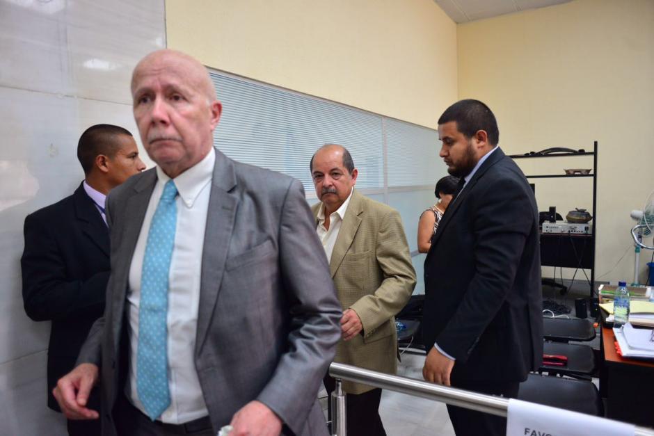 Abogados defensores de los exdiputados ligados a proceso. (Foto: Jesús Alfonso/Soy502)