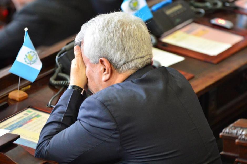 Al parecer muchos llegaron con sueño a la Sesión Solemne en el Congreso. (Foto: Jesús Alfonso/Soy502)