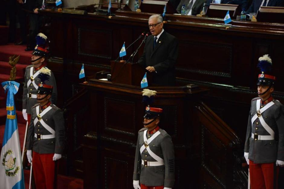 Mientras Alejandro Maldonado, el presidente de Guatemala, daba su discurso, los parlamentarios no ponían atención. (Foto: Jesús Alfonso/Soy502)