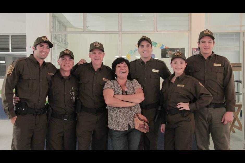 La directora guatemalteca junto a los actores de Ambiguity. (Foto: Ambiguity oficial)
