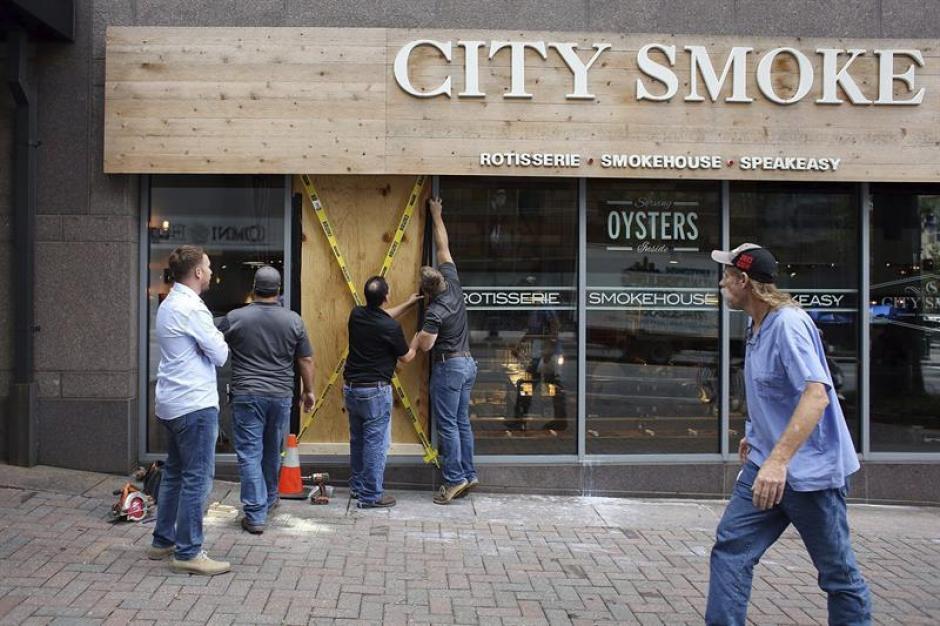En el lugar se produjeron disturbios que dejaron cuantiosas pérdidas. (Foto: Efe)