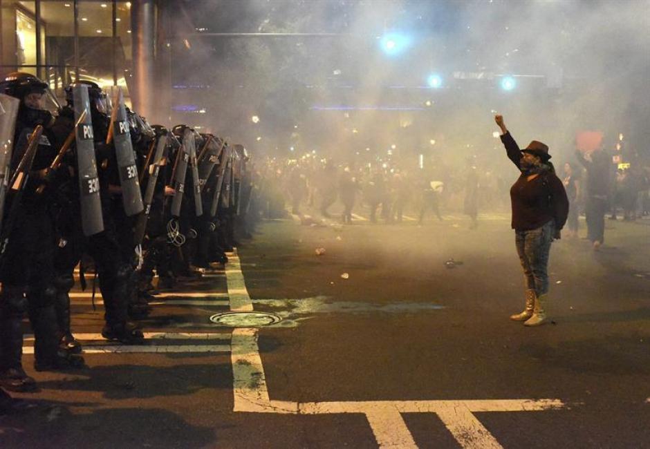 Hasta el momento se desconoce el número de heridos por los disturbios. (Foto: Efe)