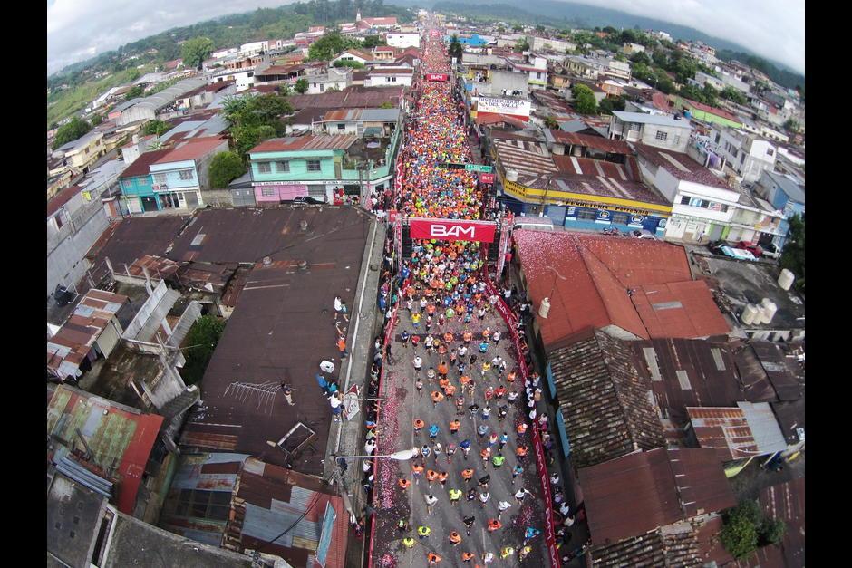 Así luce cada año la salida del Medio Maratón de Cobán. (Foto: Soy502)