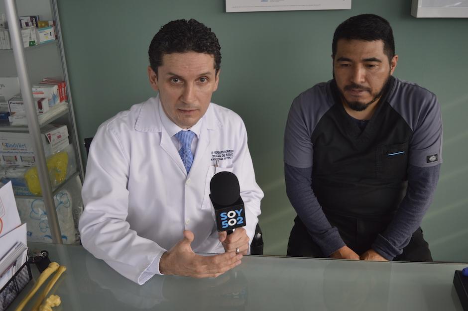 Son los fundadores y encargados de la Unidad de Mano del Hospital Roosevelt. (Foto: Camila Chicas Callén/Soy502)