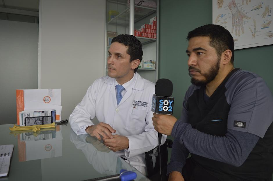 Ahora comparten el logro de ser responsables del primer reimplante exitoso de mano realizado dentro del sistema de salud pública. (Foto: Camila Chicas/Soy502)