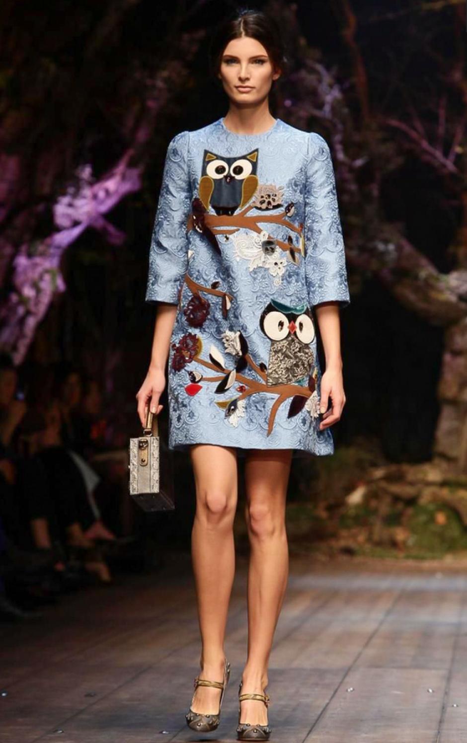Los búhos y el corte sesentero fueron los mejores aliados en este vestido. (Foto: NowFashion)