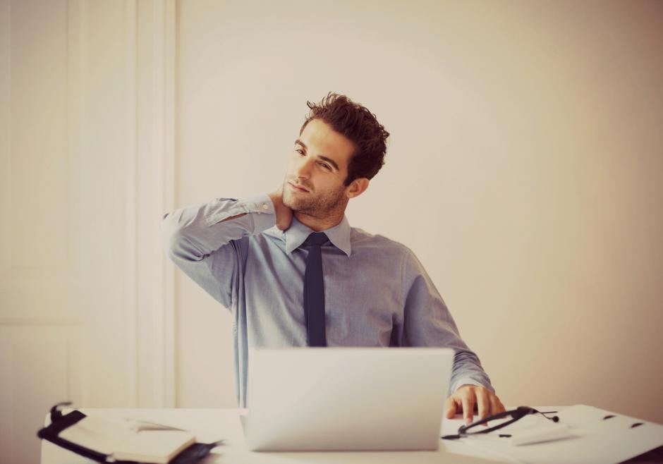 El estres también es causante del dolor de cuello. (Foto: mifisioterapia.com)