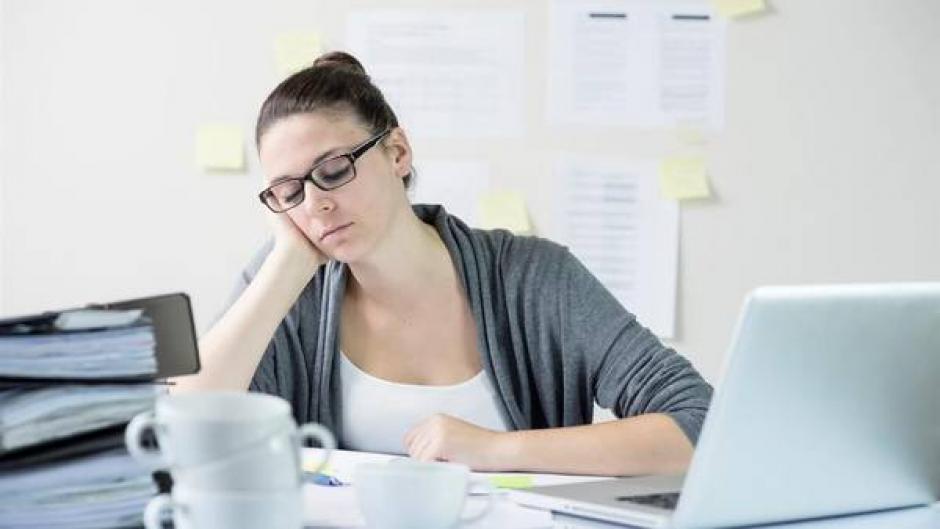 No dormir bien también puede afectar tus emociones y tu vida social. (Foto: Archivo)