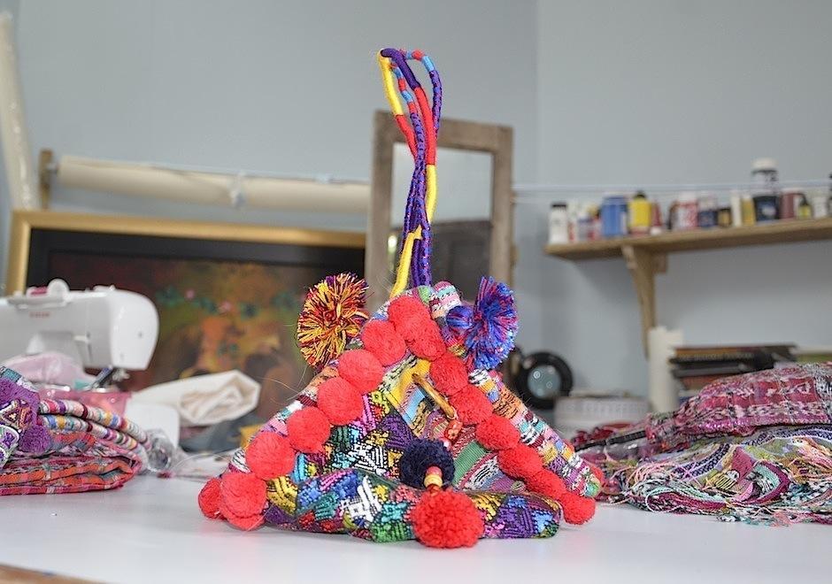 Prendas de vestir y accesorios originales nacen de la pasión de la joven diseñadora. (Foto: Selene Mejía/Soy502)