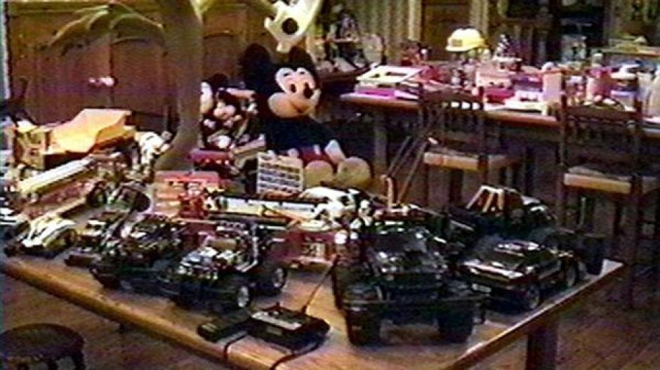 Un verdadero museo para niños: carros de control remoto, Mickey Mouse y todo tipo de juguetes. (Foto: Infobae)