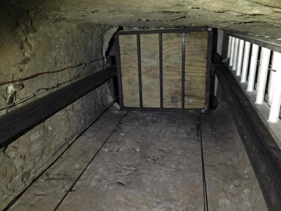 El pasaje contaba con iluminación, ventilación, un sistema de raíles y hasta un ascensor. (Foto: Univisión)