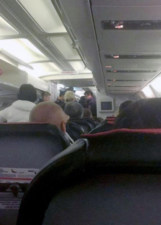 Los miembro de la tripulación intentaron reanimar a la mujer, pero no lo lograron. (Foto: infobae.com)