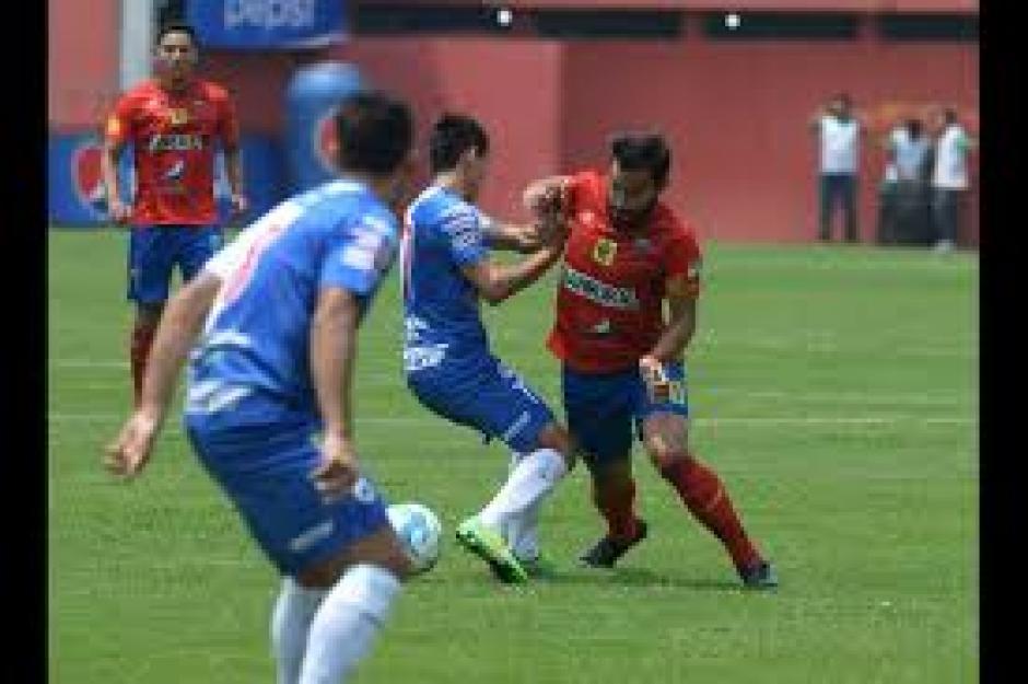 Carlos Ruiz participó con una asistencia en el tercer gol de Municipal. (Foto: Nuestro Diario)
