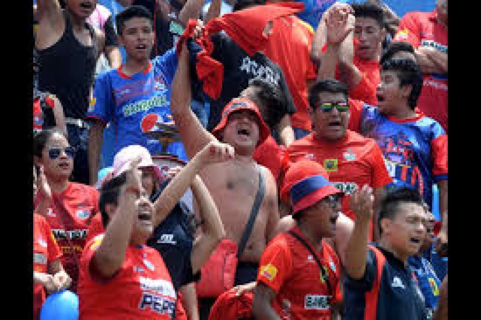 La afición roja llegó en buen número al estadio El Trébol. (Foto: Nuestro Diario)