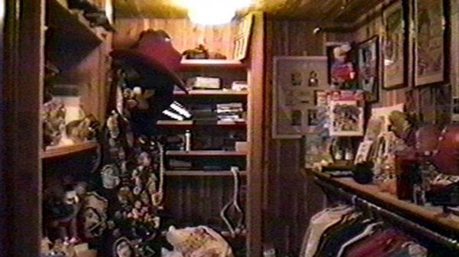El armario secreto de Jackson en la habitación principal de la mansión en Santa Bárbara. (Foto: Infobae)