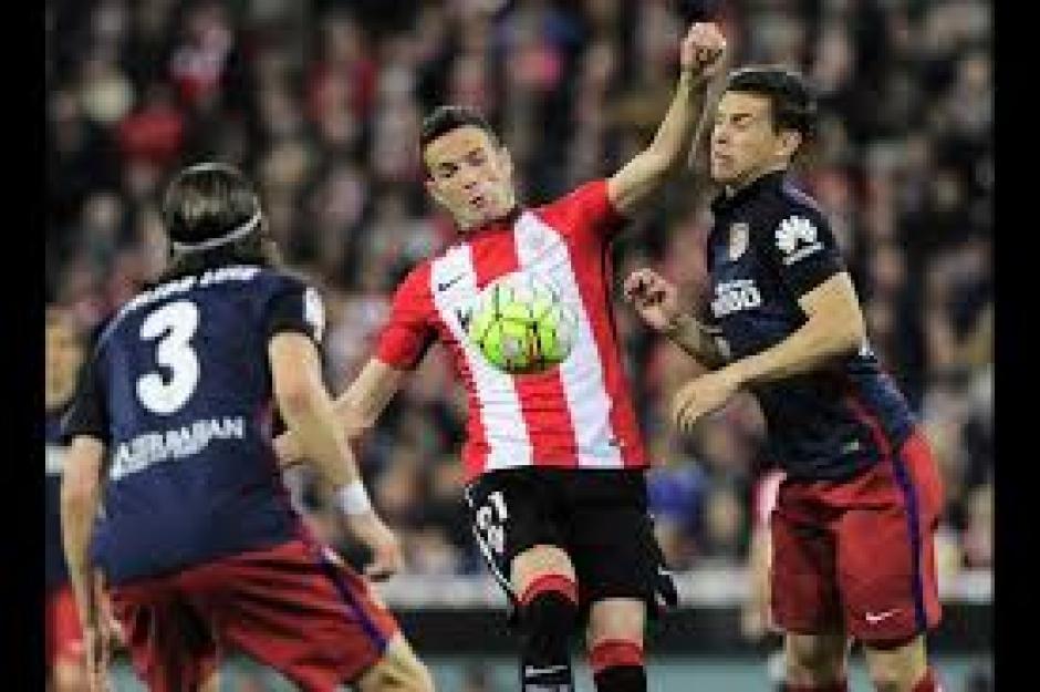 Atlético de Madrid y Barcelona tienen 79 puntos, en la recta final de la Liga. (Foto: AFP)