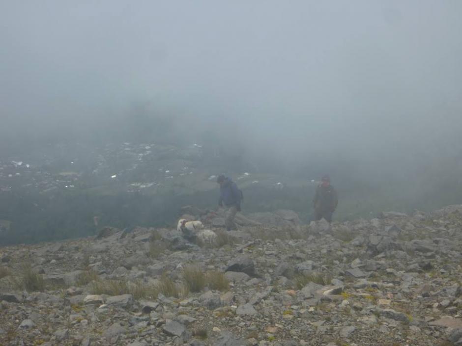 El frío, la niebla y lo peligroso del paisaje complicaban la búsqueda. (Foto: K-SAR Guatemala)